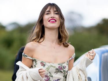 想要法式优雅的时髦 用一件碎花吊带裙满足你