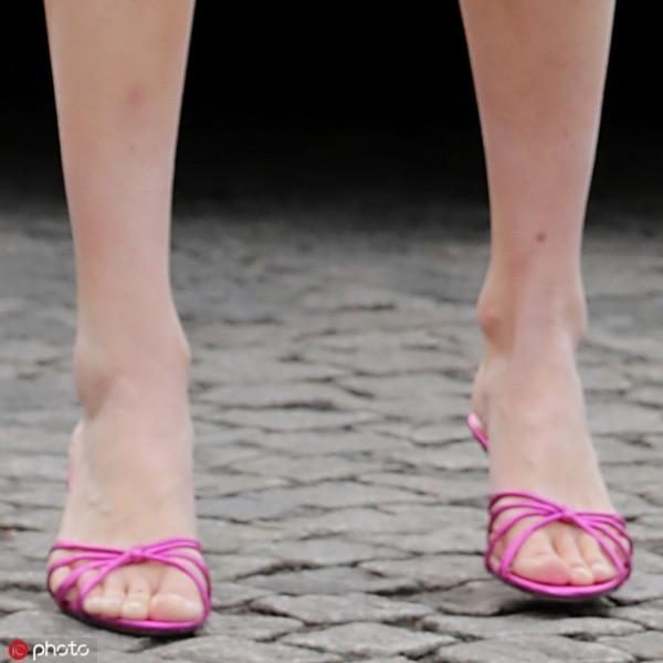 这些凉鞋是要翻红了?小时候觉得土现在好时髦