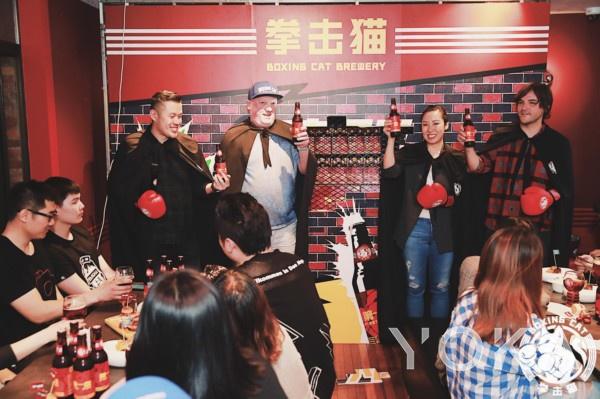 (从左至右依次为:品牌创始人曾健屏先生,品牌酿酒师Michael Jordan,品牌创始人李明凯女士,ZX Ventures 亚太北区精酿事业部负责人Nicolas Morelli先生)