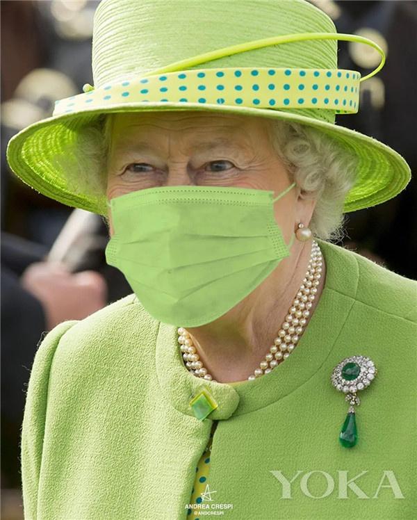 PS口罩下的英女王(图片来源于andreacrespip Instagram)