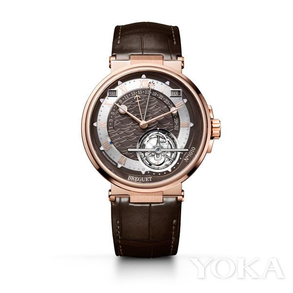 单品推荐:宝格丽Octo Finissimo陶瓷腕表(图片来源于品牌)