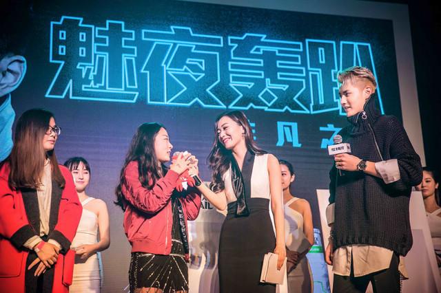 超级巨星及mixxtail魅夜品牌代言人吴亦凡与现场幸运粉丝互动